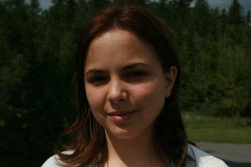 Portrait photo of Laura