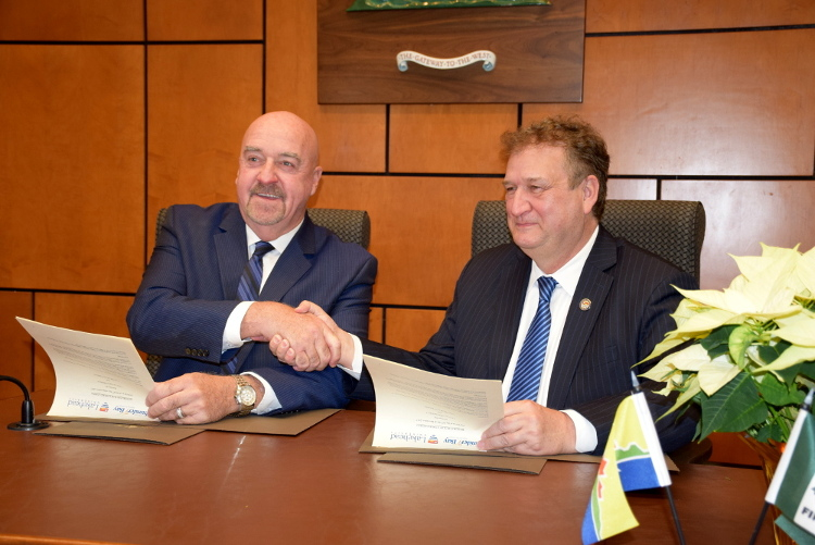 Photo of Mayor Keith Hobbs and Dr. Brian Stevenson, Lakehead University's President and Vice-Chancellor, signed a memorandum of understanding on Wednesday, Dec. 20.