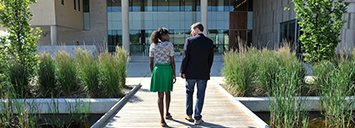 An advisor and student walking Orillia campus.